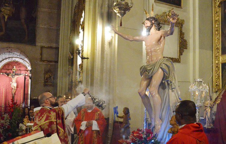 La bendición de la imagen del Resucitado marca un hito en la historia cofrade y religiosa de Utrera (GALERÍA)