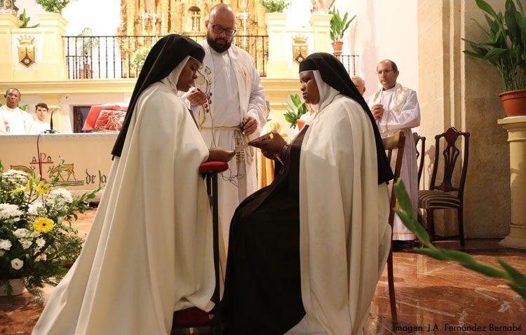Día de fiesta entre las Madres Carmelitas ante los votos perpetuos de una de sus religiosas