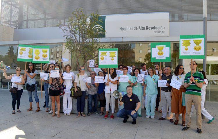 Los trabajadores del hospital de Utrera estallan ante «el bloqueo y la sumisión» a la que son sometidos