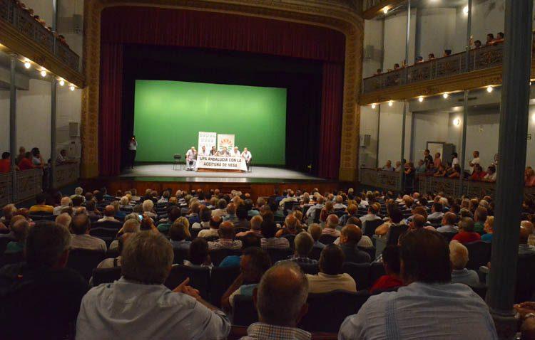 Una multitudinaria cumbre agrícola en Utrera para intentar salvar la aceituna de mesa