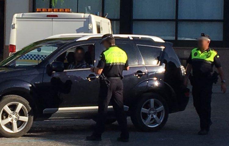 Descubiertos dos taxis ilegales con motivo de la feria de Utrera