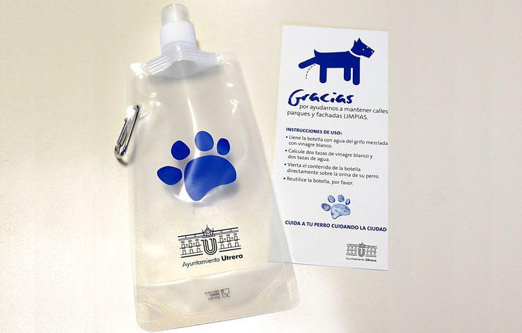Una campaña con 3.000 botellas para acabar con los orines de los perros y 300.000 bolsitas para recoger los excrementos caninos