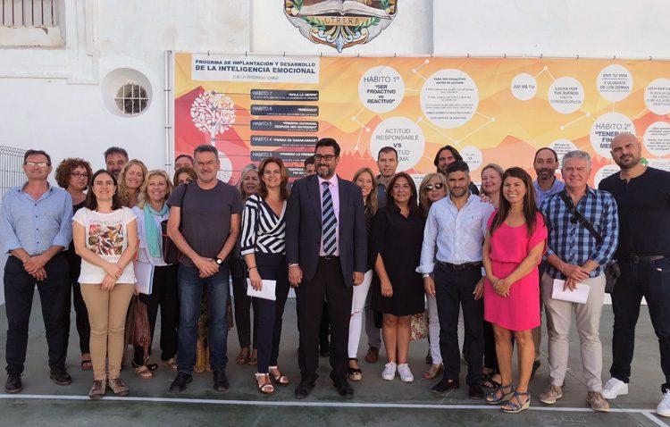 El Ayuntamiento presenta a los colegios la guía didáctica para este curso