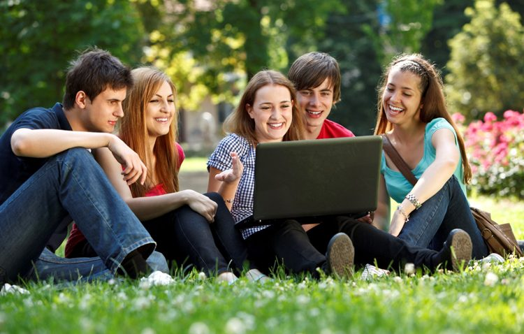 Utrera reclama a la Junta financiación y la regulación de las competencias en materias de juventud