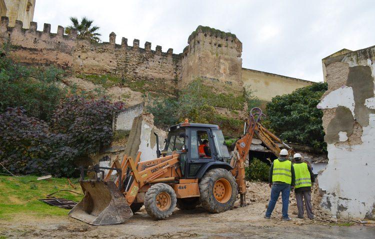 El futuro paseo del Mostachón amplía el espacio que ocupará junto al castillo de Utrera tras demoler más edificios cercanos