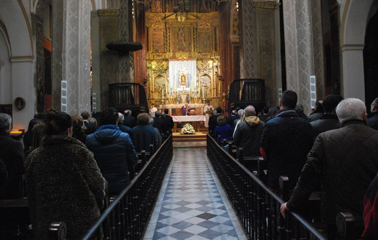 Utrera cierra todas las iglesias al prohibir el Arzobispado la asistencia de fieles a las eucaristías