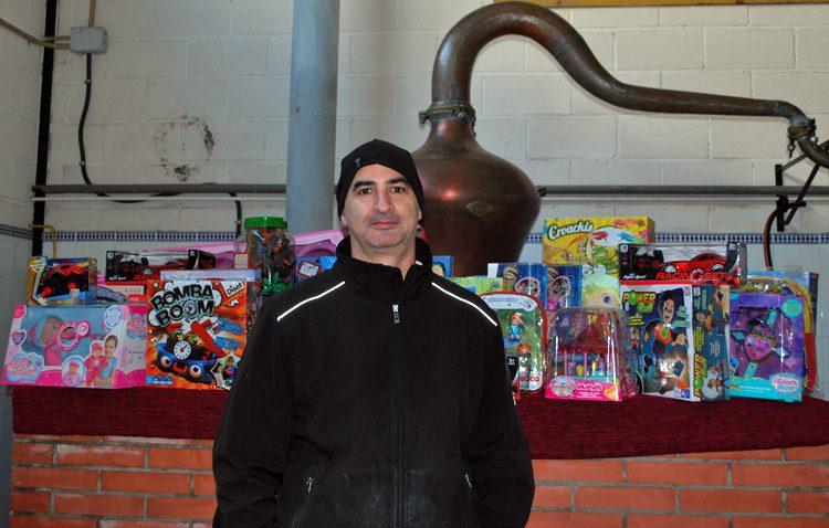 «La Flor de Utrera» destina a la campaña «Un juguete para todos» los beneficios obtenidos en el poblado navideño
