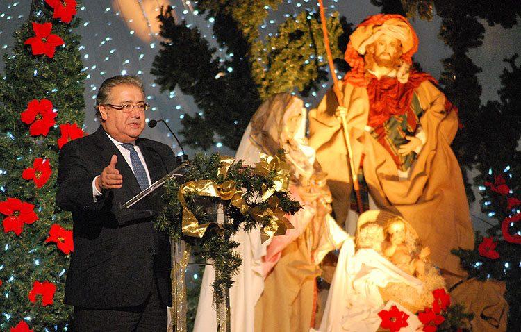 Un recuerdo a la inocente mirada de dos hijos de Juan Ignacio Zoido para pregonar la Navidad en Utrera (VÍDEO Y GALERÍA FOTOGRÁFICA)