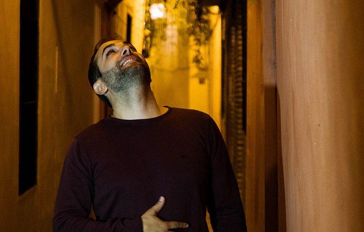 El artista utrerano Abel Romano, protagonista esta semana del ciclo «Música en el patio»