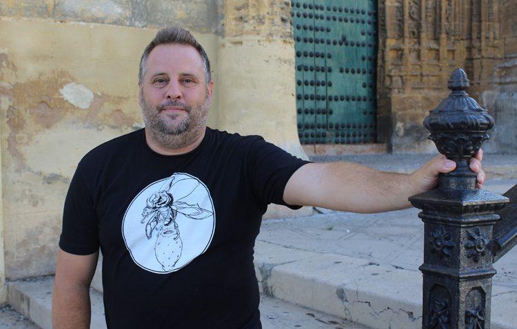 El utrerano Abraham Pinto, un artista enamorado de la pintura al aire libre con más de 400 premios