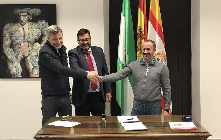 El Ayuntamiento y los sindicatos sellan la paz firmando el nuevo acuerdo de funcionarios