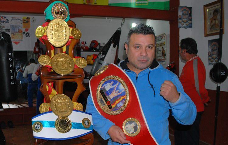 Javier Campanario abre su propia escuela de boxeo en Utrera