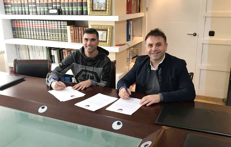El futbolista utrerano José Antonio Reyes regresa a la liga española como jugador del Extremadura
