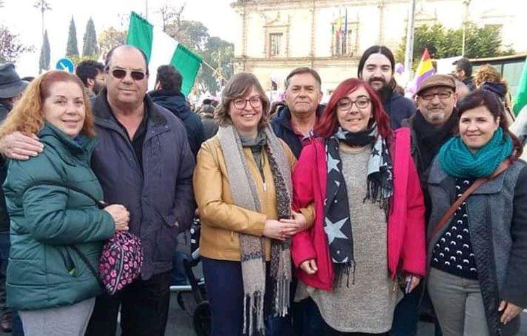 Podemos, Partido Comunista y Equo de Utrera, juntos frente al Parlamento de Andalucía en el escrache contra el nuevo gobierno