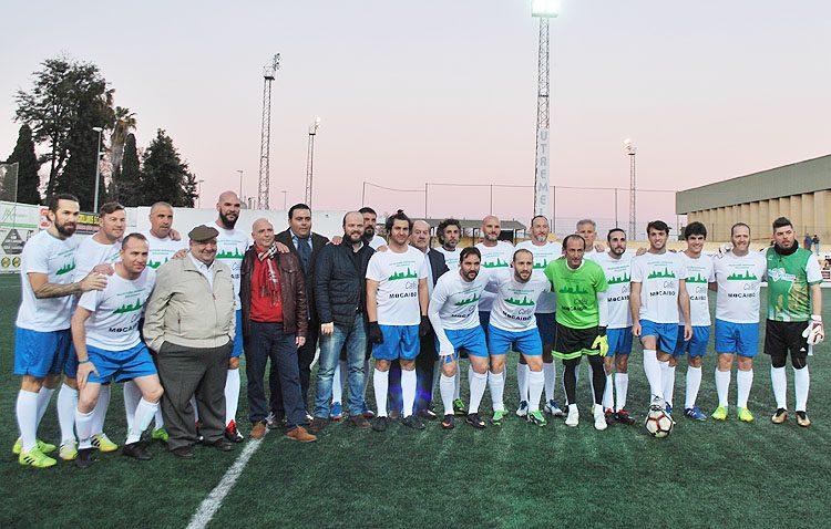 Fútbol solidario con rostros famosos y 150 juguetes del hospital de Valme a beneficio del comedor social de Utrera (IMÁGENES)