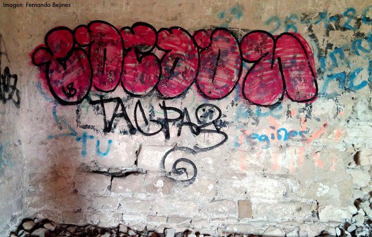 El abandono y el vandalismo se ceban con la medieval Torre del Águila