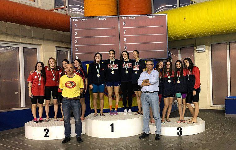 El Club Natación Utrera logra 14 medallas en el trofeo «Ciudad de Cádiz»