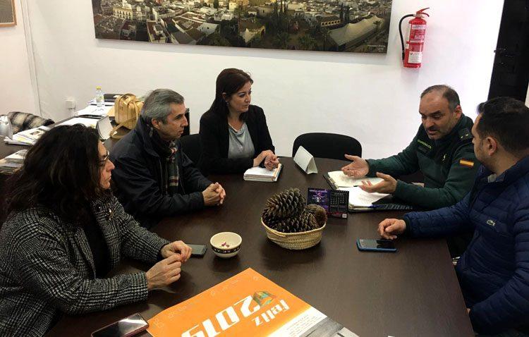 La Guardia Civil y los comerciantes de Utrera se reúnen para mejorar la seguridad de los comercios