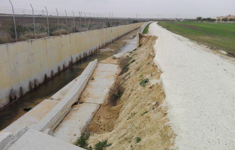 Investigan el motivo que ha provocado dos derrumbes en el canal de desvío del arroyo Calzas Anchas