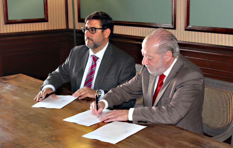 La Diputación y el Ayuntamiento de Utrera sellan el acuerdo para el traslado de la sede central de Aguas del Huesna