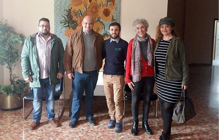 Una visita de IU-Utrera a Apudes para conocer su trabajo y necesidades