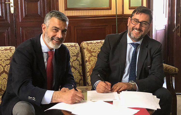 Ayuntamiento y Consejo de Hermandades renuevan un convenio, que este año incluye subvenciones propias para las hermandades