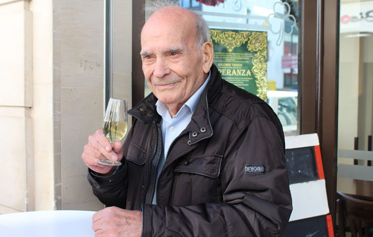 Juan Moreno Rubio, un comerciante que regentó durante más de tres décadas el «Bar Manzanilla»