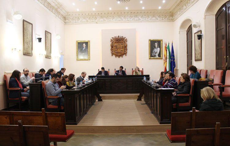 El pleno municipal ratifica el traslado de la sede de Aguas del Huesna a Utrera