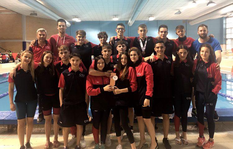Tercera plaza para el Club Natación Utrera en el campeonato provincial absoluto-junior-infantil