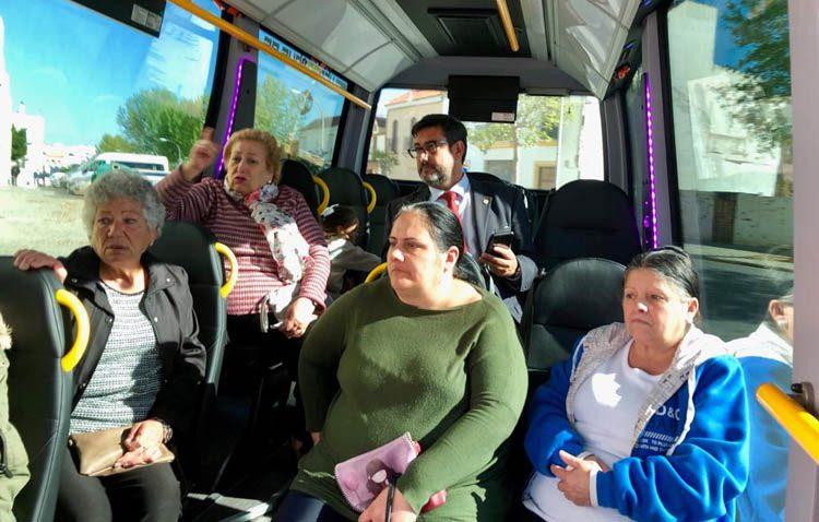 El Ayuntamiento cifra en 10.000 los viajeros del nuevo autobús urbano de Utrera durante la primera semana se servicio
