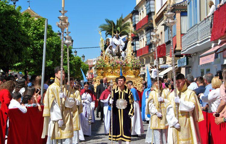 Utrera cumple la tradición del Domingo de Ramos con grandes estrenos en el inicio de la Semana Santa (GALERÍAS Y AUDIOS)