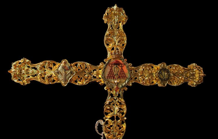 Una nueva cruz de guía de grandes dimensiones para la hermandad de los Gitanos