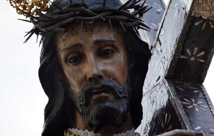 Utrera comienza el año con tres días de «besamanos» a Jesús Nazareno