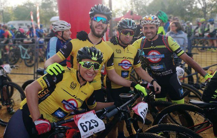 El equipo ciclista «Jip Carbono Team» logra el pódium en el estreno con la nueva equipación