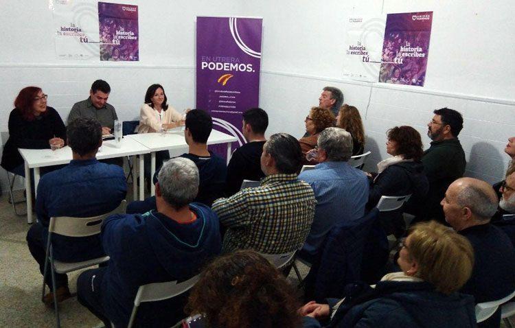 La cabeza de lista de Unidas Podemos al Congreso por Sevilla visita Utrera para debatir sobre memoria histórica