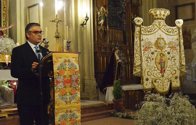José Manuel Aguilar desgrana los misterios del rosario en un pregón de las Glorias de María de marcado corte religioso e histórico (IMÁGENES Y AUDIO)