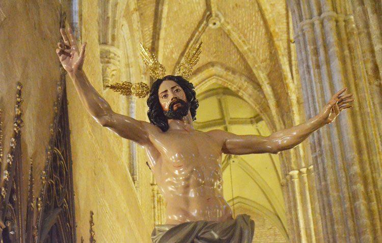 El grupo de fieles del Resucitado expone sus titulares para conmemorar la Pascua del Señor