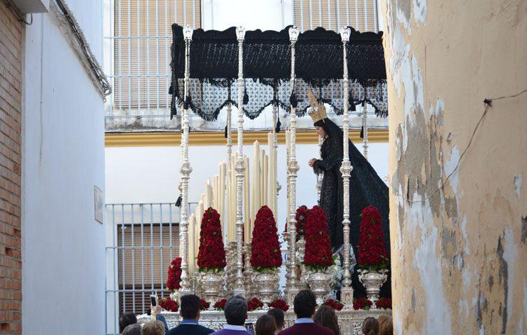 Un Santo Entierro con cambio de horarios y recorridos al incorporar a su cortejo el paso del Señor Atado a la Columna
