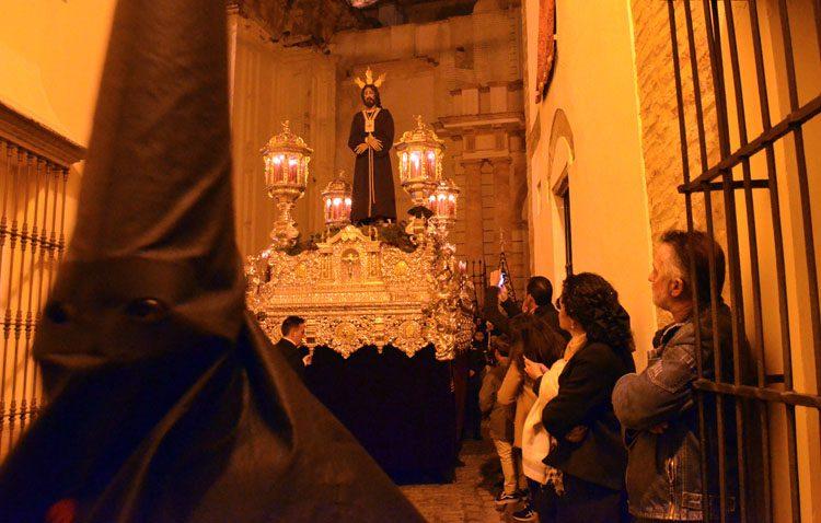 Un Jueves Santo y Madrugá agridulce en Utrera (GALERÍAS Y AUDIOS)