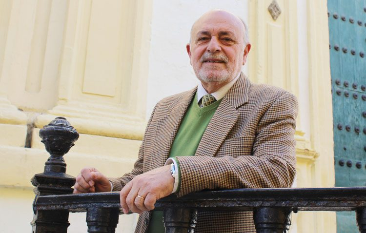 El utrerano Antonio Marchena, más de tres décadas como profesor del colegio Álvarez Quintero