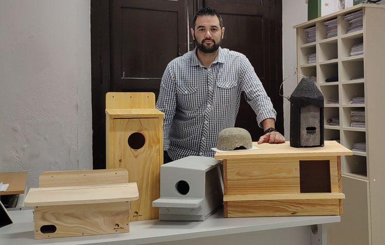 Medio centenar de cajas-nido para potenciar las colonias de aves urbanas