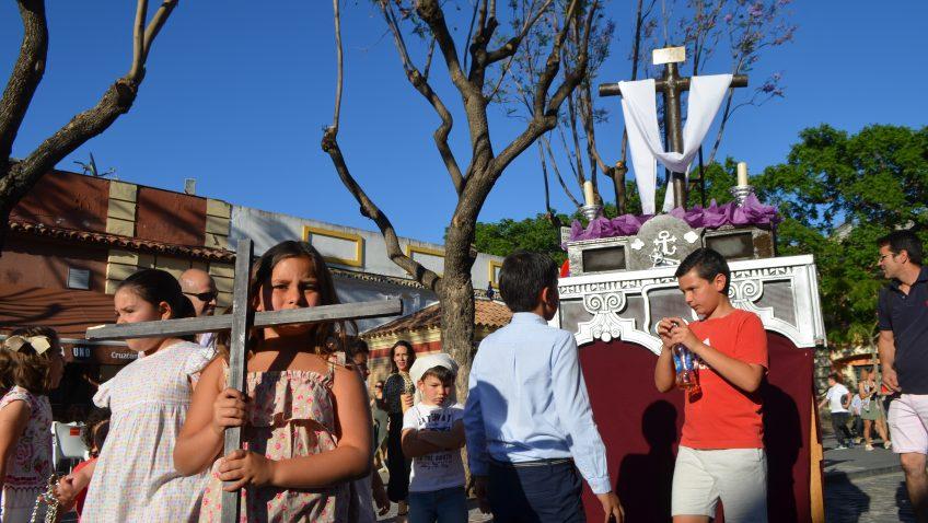 La cantera cofrade de Utrera se echa a la calle con los tradicionales «pasitos» (GALERÍA)