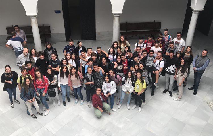 Una veintena de jóvenes franceses visitan Utrera en un intercambio con el instituto Virgen de Consolación