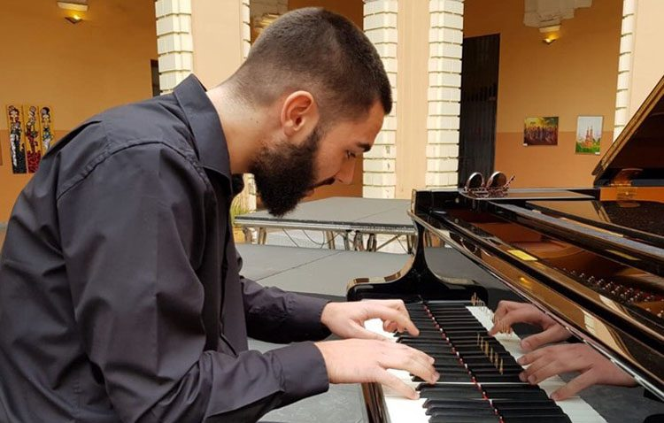 El utrerano Pepe Fernández ofrece un recital de piano en «La casa de los pianistas» de Sevilla