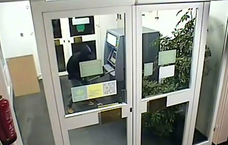 Detenido tras robar en cajeros automáticos empleando explosivos (VÍDEO)