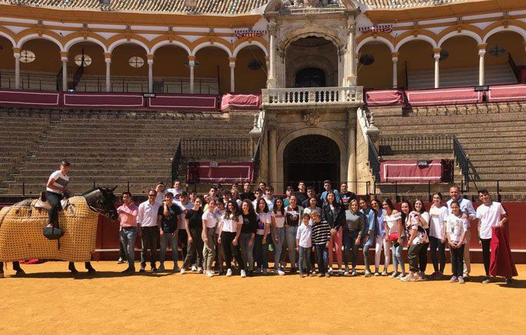 El colegio salesiano de Utrera participa en un taller de tauromaquia para estudiantes en la Maestranza de Sevilla