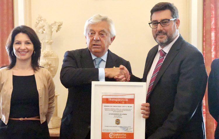 Un certificado de la Cámara de Comercio para señalar la transparencia del Ayuntamiento de Utrera