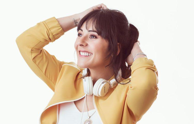 La cantante utrerana Sara Jiménez presenta su nuevo disco con un concierto en su ciudad (VÍDEO)