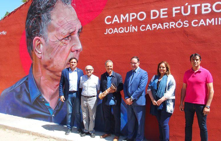 El utrerano Joaquín Caparrós recibe el homenaje de Cuenca rotulando con su nombre un estadio de fútbol