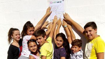 Los alumnos del colegio Al-Andalus piden con una campaña «no más cacas» de perros por las calles de Utrera